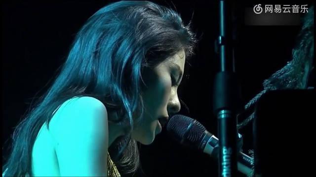 张碧晨钢琴弹唱《好久不见》,有着不一样的味道!
