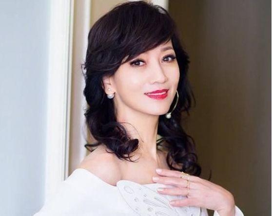 曾喜欢过赵雅芝,后嫁入豪门丈夫多次出轨,今55岁模样已人老珠黄