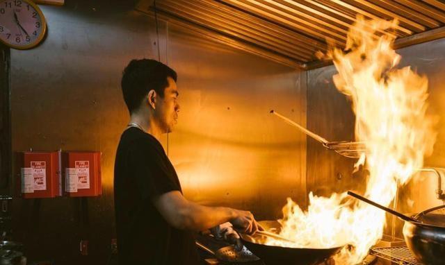 15分钟就能做出大排档的爽脆小炒,椒盐鱿鱼的做法你不能错过哇!