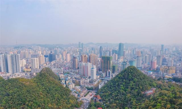 唯一没有平原的省份,GDP不及一线城市,却有着最绚丽多彩的风景
