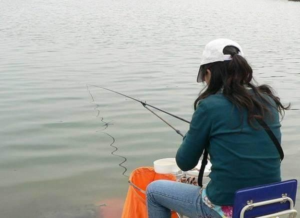 民间钓鱼高手教你在野钓时如何应对小杂鱼的用饵技巧,你学会了吗