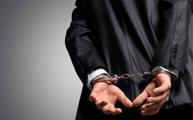 """河南周口市破获一电信诈骗案件,多名犯罪嫌疑人""""男扮女装"""""""