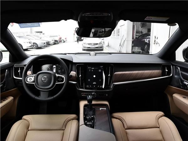 外观好看,车名帅气,沃尔沃S90不愧是年轻人豪车的首选