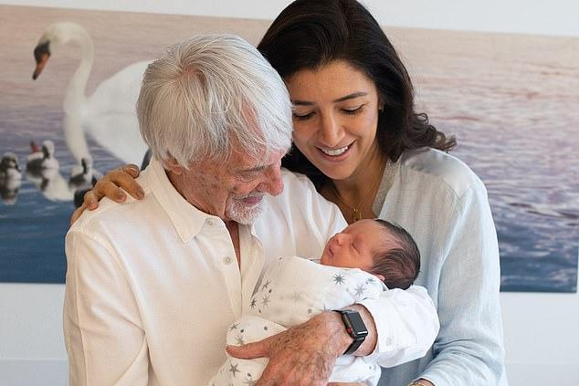 英89岁富翁小儿子出生,与长姐差65岁,生下就拥百亿商业帝国