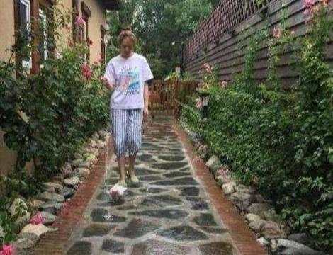 明星李小冉的家:就知道她的生活是怎么样,一个庄园就能买一套房