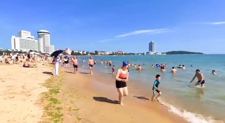 【视界】洗海澡喽!脸基尼大妈成为海滩别样风景