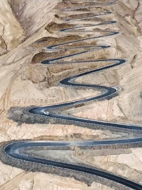确实很美,但我更喜欢新疆帕米尔高原的公路……