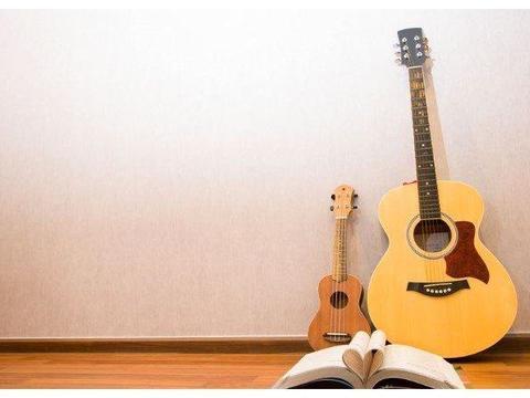 尤克里里和吉他总是分不清?区别就这三点!
