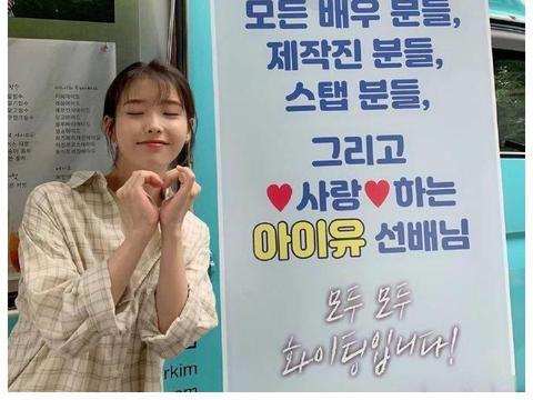 [星闻]OH MY GIRL为IU电影《Dream》拍摄送上惊喜餐车应援!