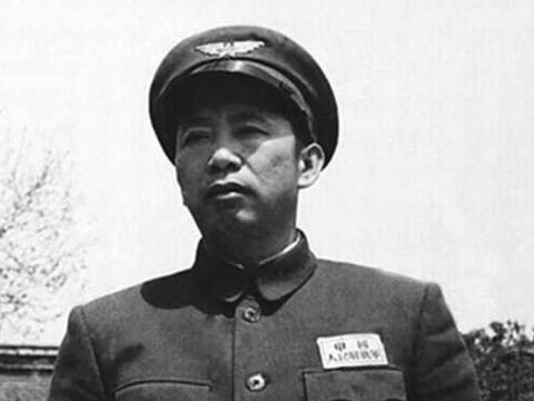 开国上将刘亚楼回乡,带姐姐到北京住了三年,不忘养父恩情