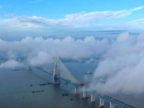 世界座跨度破千米的长江大桥,供十万吨货轮通航,总长度11公里
