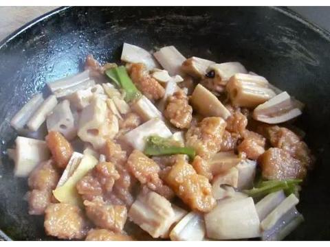 红烧排骨、咖哩土豆炖牛腩、香辣鸡片、小酥肉炖藕做法