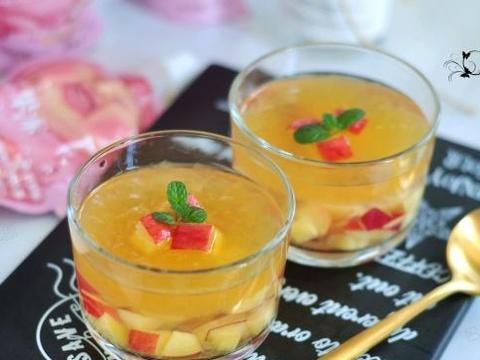 夏季解暑小甜品,桃子的另一种吃法,入口冰冰凉凉好开胃