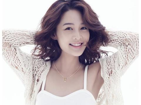 """张若昀在《庆余年》中""""三妻四妾"""",和现实中的老婆比哪个更美?"""