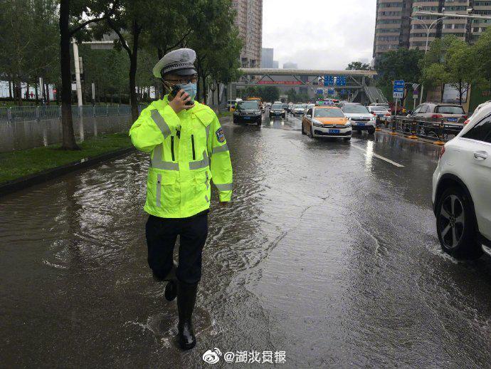 武汉43处渍水路段已于11时左右消退……