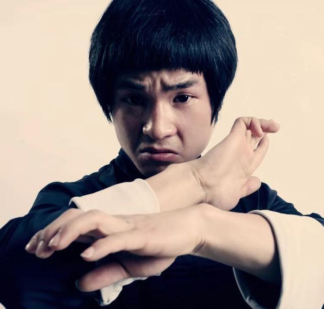 现代李小龙警告李子峰:最好离张天爱100米,不然我一拳解决你