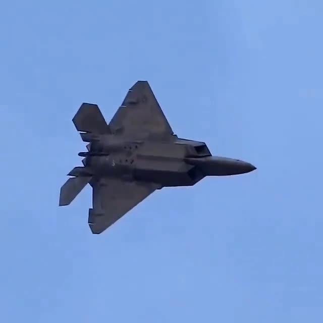 战斗机机动动作:赫布斯特机动 又叫赫布斯特蹬壁机动……