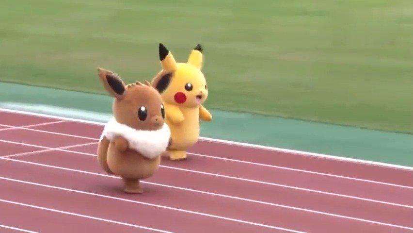 终于找到原视频了,皮卡丘和伊布比赛接力跑,简直萌翻了!!!