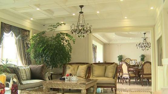 张庭的豪宅内部装修,让人看着就会感觉是非常奢华,人们羡慕不来
