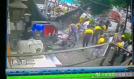 杭州清泰南苑一3岁小男孩6楼坠楼……