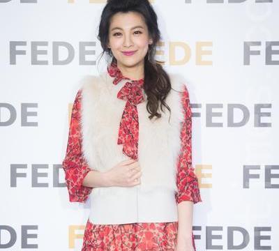她嫁给了贾静雯的前夫,结婚4年不生孩子,对继女梧桐妹也很冷淡