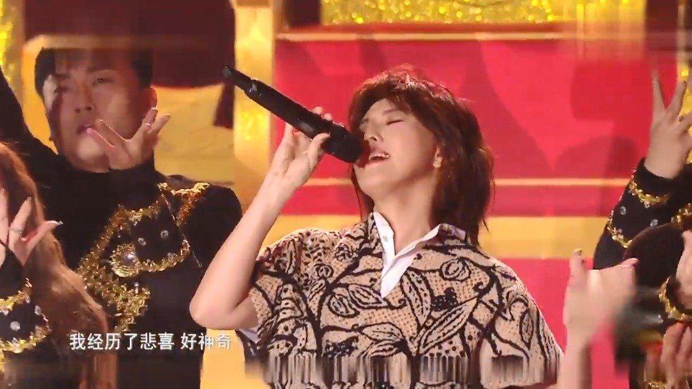 时隔多年,孙燕姿再次开嗓唱《神奇》,还是熟悉的味道