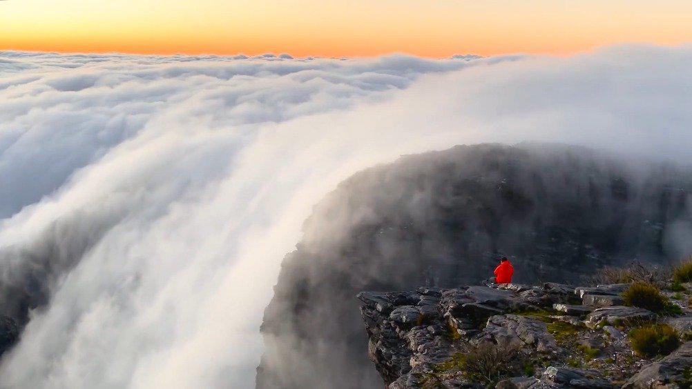 行到水穷处,坐看云起时。 (YouTube: Cam Bostock)