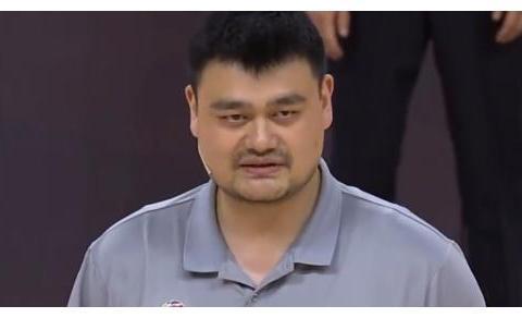 姚明现场赠送钟南山夫妇球衣,为什么他偏偏选择了36号?