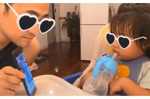 张歆艺儿子1岁半就上音乐课, 四坨扎小揪揪撞型爸爸袁弘,超可爱