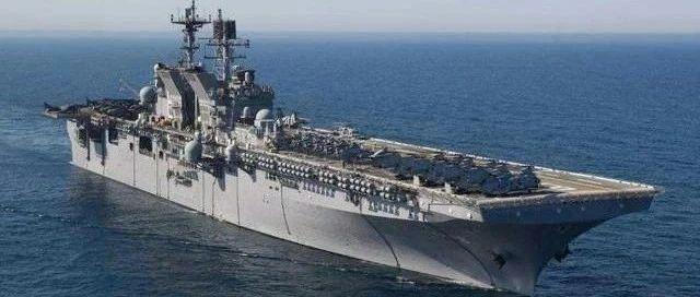 视频 | 又一艘4万吨巨舰传来捷报,舰岛冒出滚滚白烟,地位不逊于辽宁舰