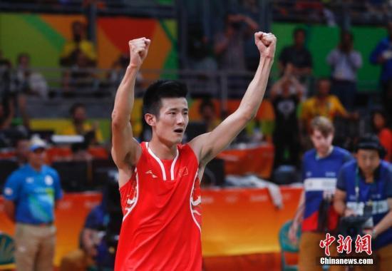 谌龙庆祝胜利。 中新网记者 杜洋 摄