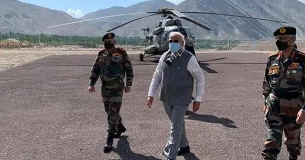 印度陆军司令出身婆罗门家庭,父亲是空军军官,妻子主管军属福利