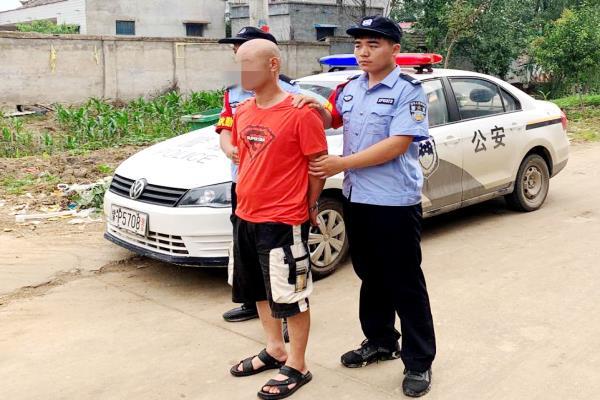 """农家小院迎来""""拜访""""的警察 河南商水警方现场捕获两名涉诈嫌犯"""