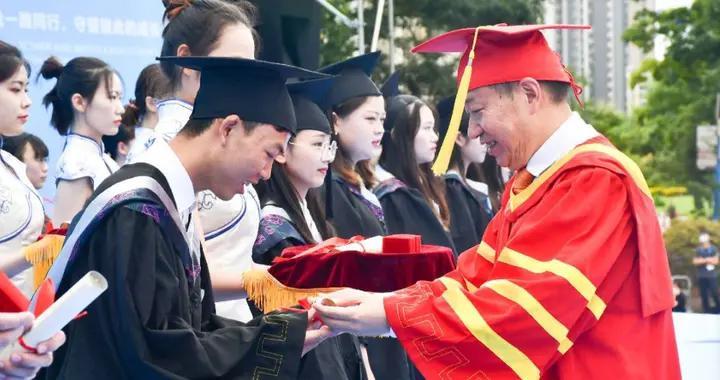 云南师范大学商学院举行2020届毕业生毕业典礼