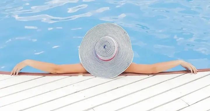 夏季游泳时应该如何护肤呢?