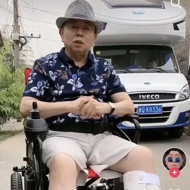 潘长江拍戏突发意外送医,已不能行走?|新闻日志