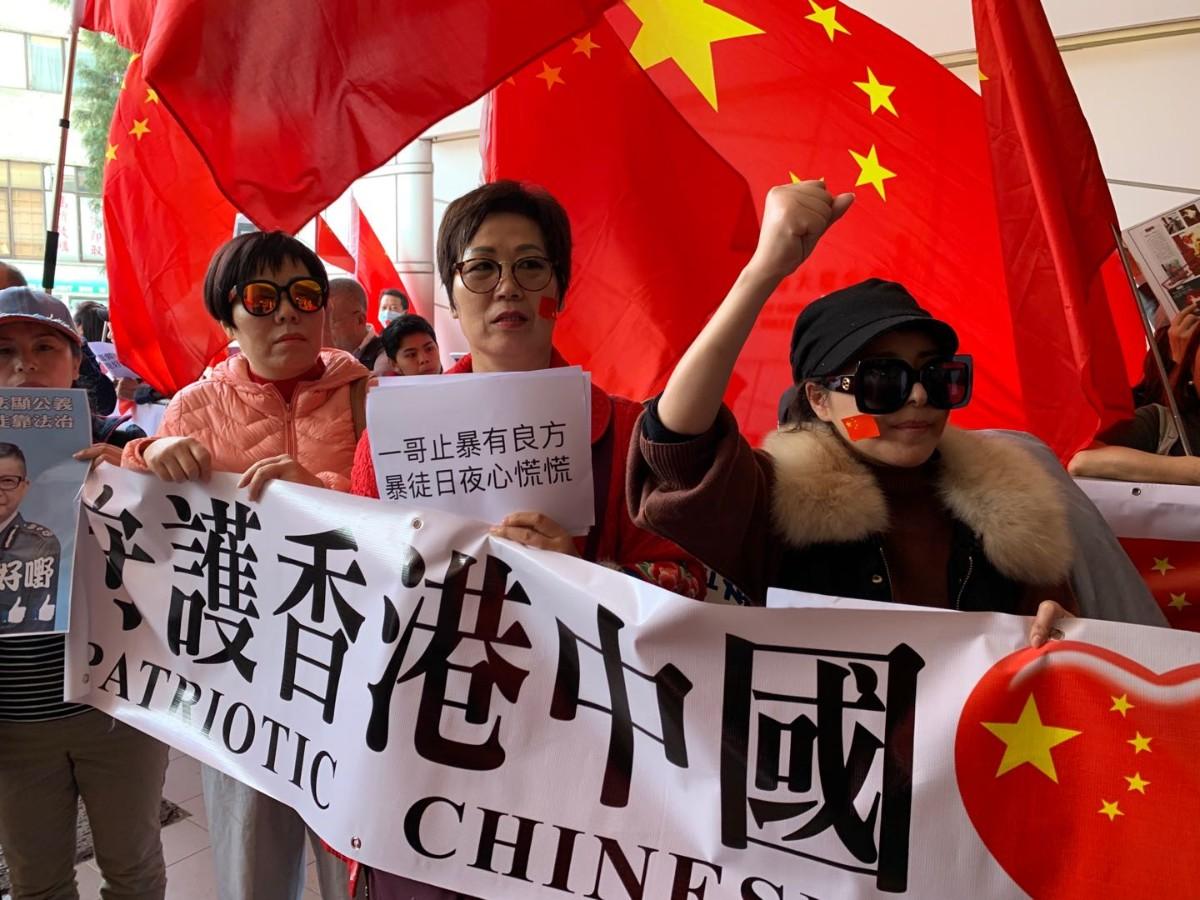 """梁太与香港市民一路支撑警队""""一哥""""邓炳强"""