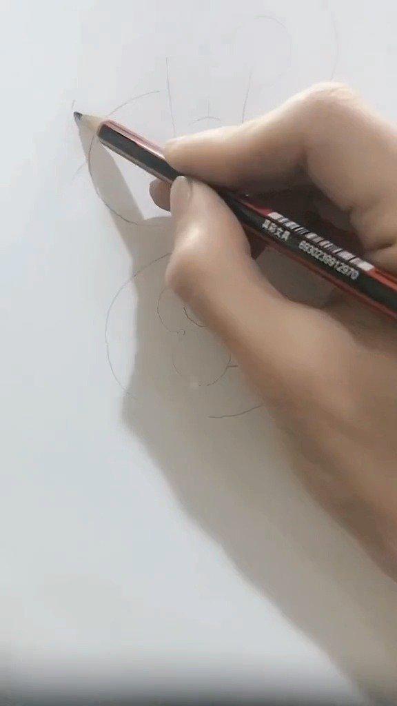 一气呵成,工笔白描传统正面龙的设计。 搏艺玉道