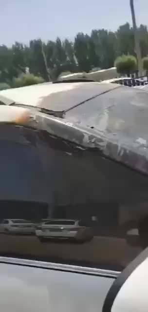 怕下冰雹,给车盖了被子