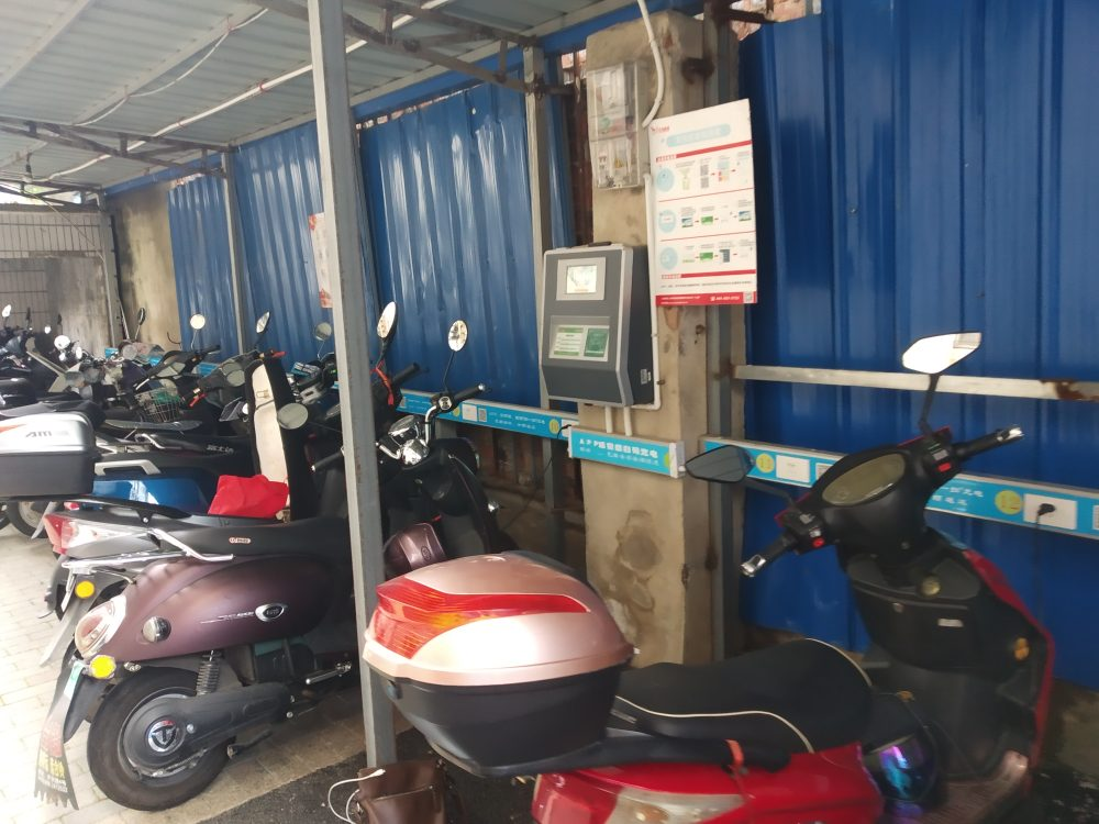 来宾市供电局南门电动车充电桩_多种支付方式_方便市民充电使用