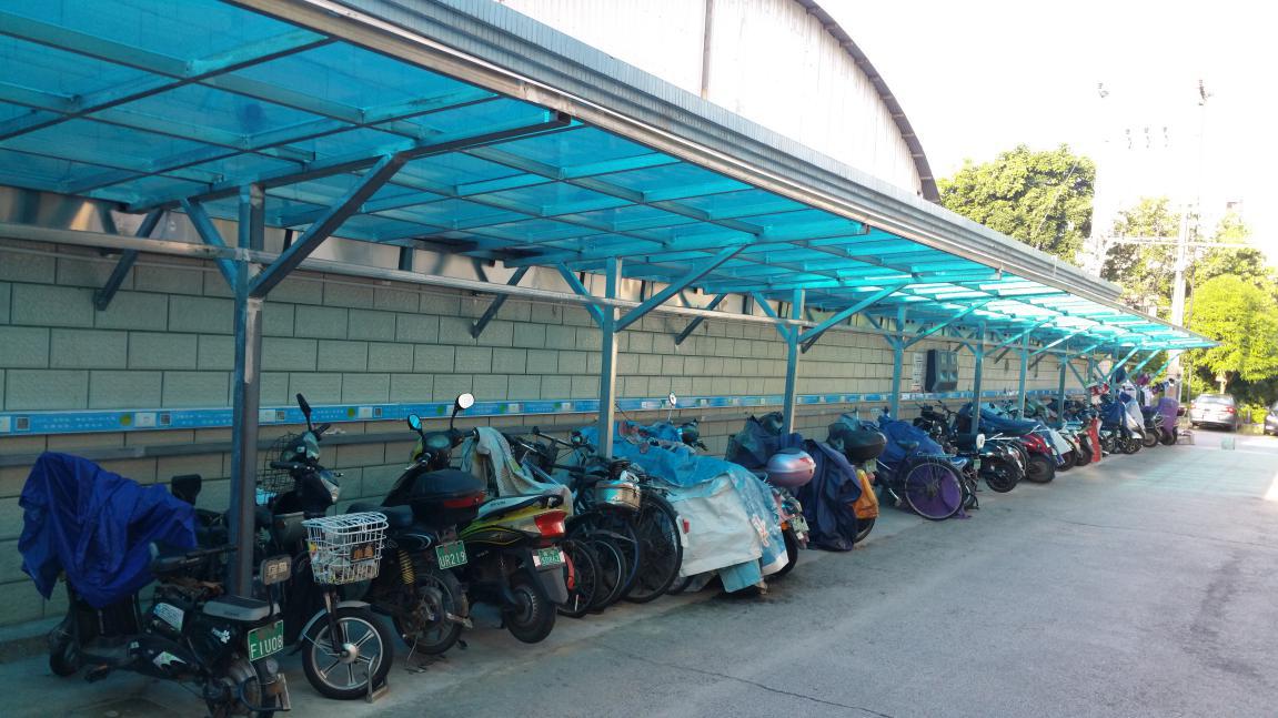 阿拉善盟阳光花园小区推动智能电动车棚