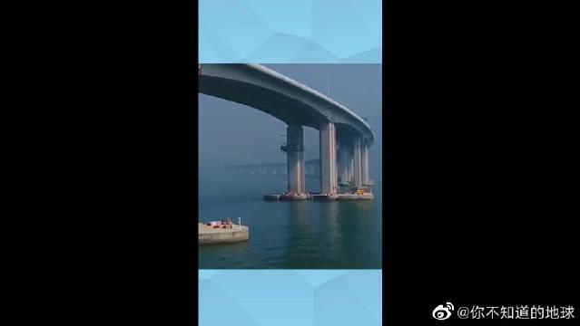 航拍港珠澳大桥,断开的是进入海底隧道的地方,太震撼了!