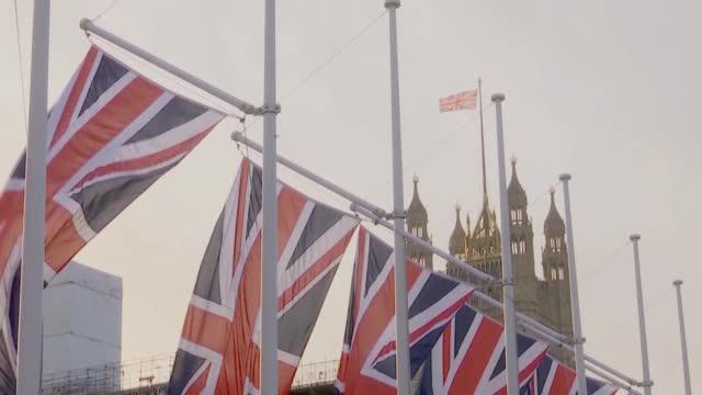 """英政府""""翻脸不认人"""" 称英国5G将逐步淘汰华为"""
