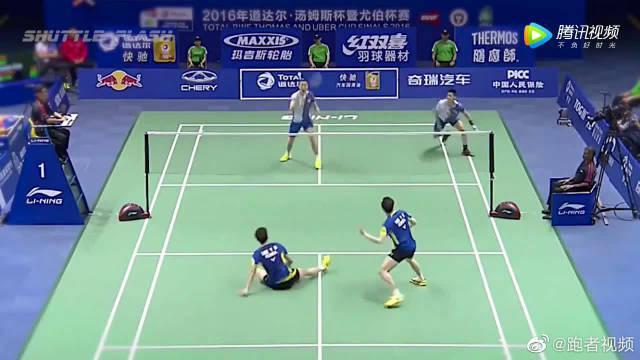 李龙大坐地击球,傅海峰鱼跃救球,这一分中韩对抗到极致