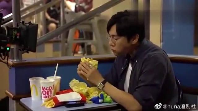 《隐秘的角落》花絮曝光~ 看秦昊一个人吃汉堡哭是怎么完成的吧!