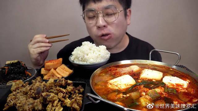 韩国吃播:小伙吃香辣嫩豆腐汤、油炸食品和泡菜……