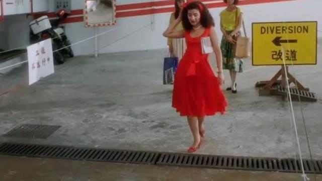 吴君如教你高跟鞋👠的第二种用法!不愧是另类女星!