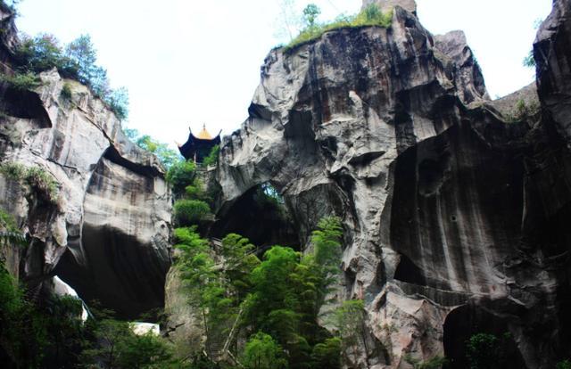 """浙江""""最壮观""""的石雕观音壁,大自然的鬼斧神工,知道的游客很少"""