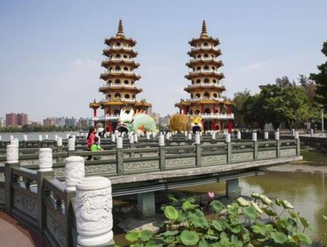 """台湾最""""魔幻""""的建筑,因龙虎雕像而得名,却因造型奇特惨遭吐槽"""