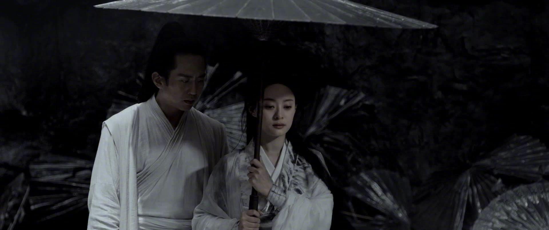 《影》中沛伞名场面,邓超孙俪运伞的武术动作镜头很美很有意境~